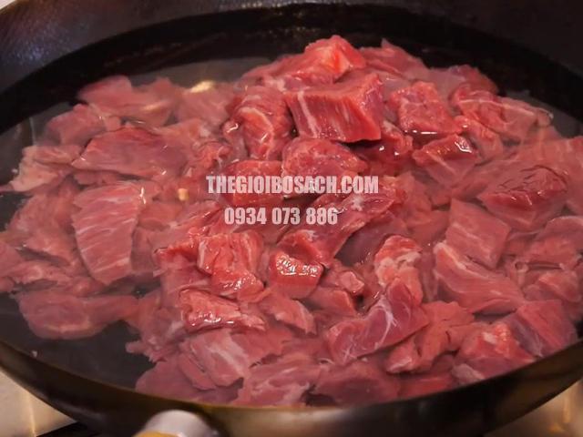 Đun nóng để khử mùi hôi thịt bò