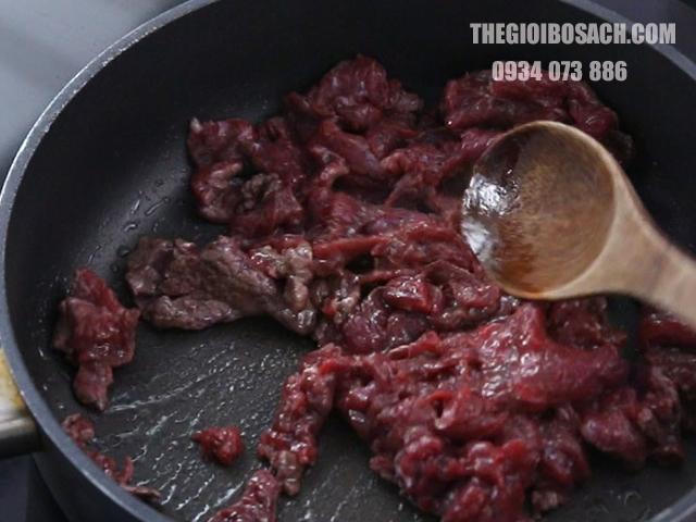 Cách xào thịt bò khi nấu canh