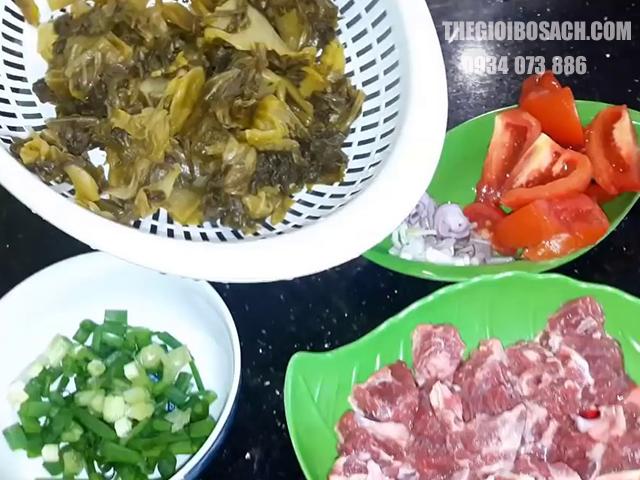 Sơ chế nguyên liệu nấu canh dưa chua thịt bò chất lượng