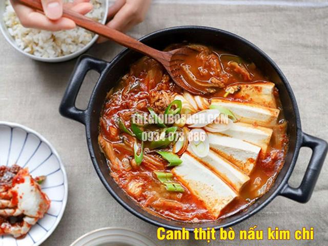 Canh thịt bò nấu kim chi