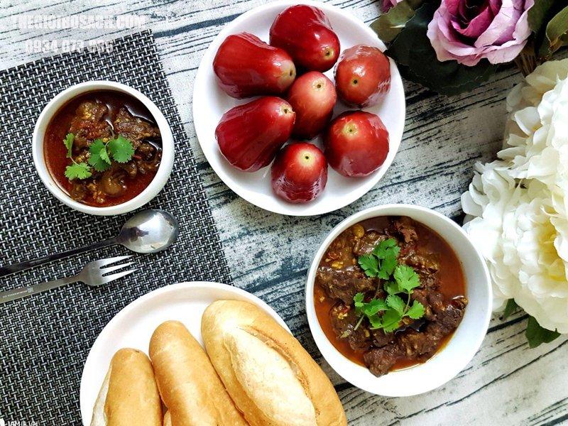Thực hiện triển khai món ăn bò sốt vang bánh mì