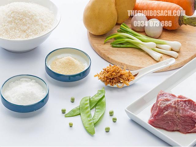 Cháo khoai tây cà rốt cùng thịt bò dành cho bé ăn dặm