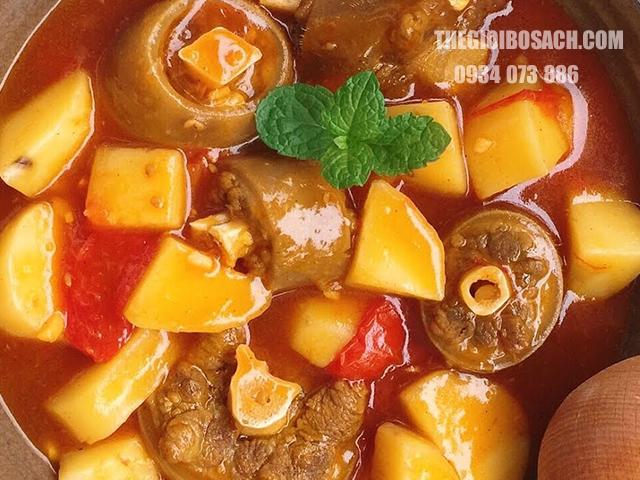 Chuẩn bị nguyên liệu nấu thịt bò hầm khoai tây