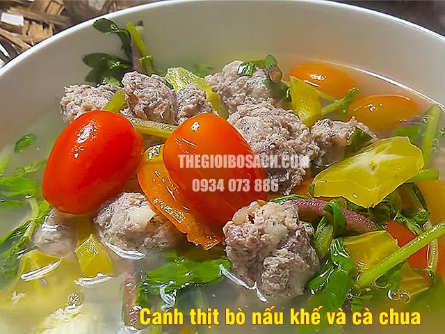 Canh thịt bò nấu khế cùng cà chua